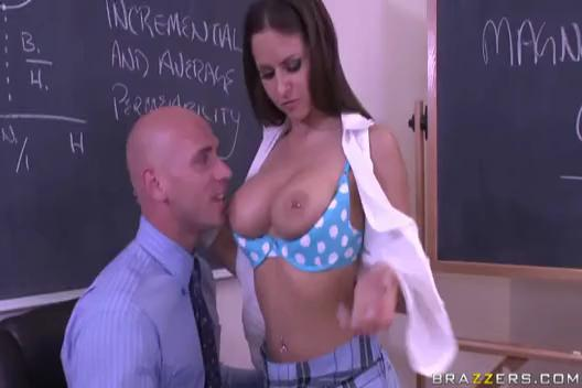 Rachel Roxxx - Pay Attention