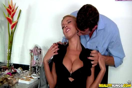 BigTits  Nikky Blond