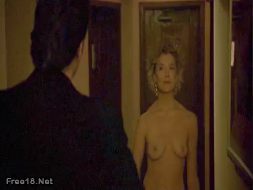 Blonde milf annette benning very grateful