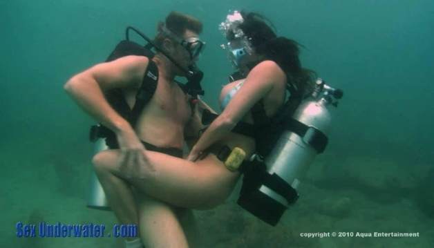 Scuba Lovers - Underwater Sex