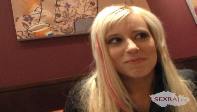 First date with blonge girl, fuck in public - Czech