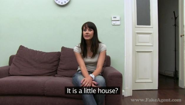 Leila - Brunette, Casting