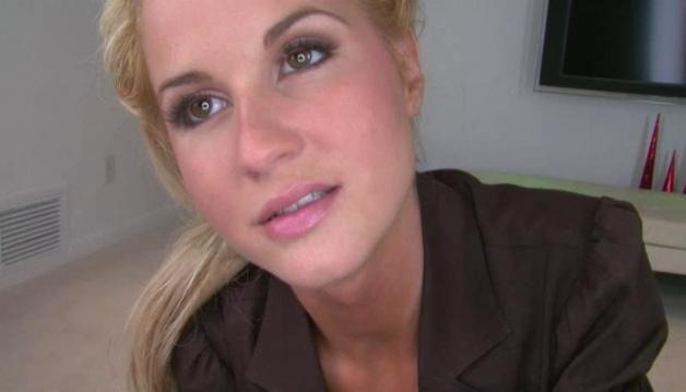Denise, Sexy Blonde