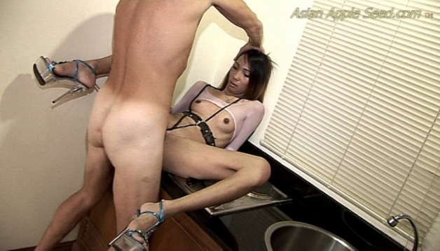 Asian Slut - Freindly en counter