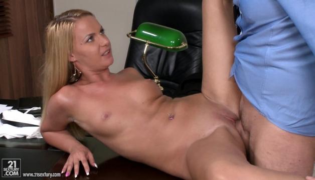 Hot Sexy blonde, Video 6