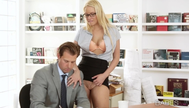 Vanessa Cage, Hot Blonde