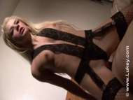 pixie logan, blonde