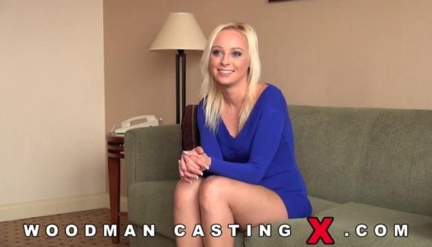 Naomi, Blonde