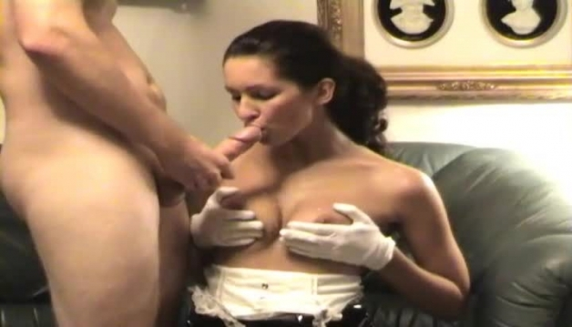 Young amateur couple makes home porn video