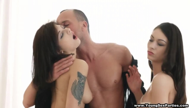 Gina, Betty - Threesome