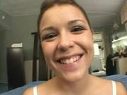 Katie Thomas traga semen sexo anal